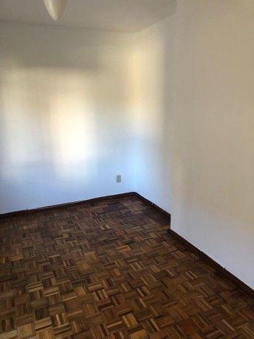 Apartamento amplo, com dois dorm, living 2 ambientes, ampla cozinha, reformado por 219 mil - Foto 13