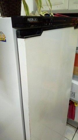 Freezer Vertical em ótimo estado de uso - Foto 6