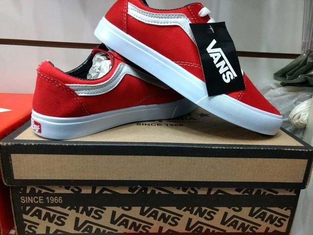 Tênis vans cor vermelha