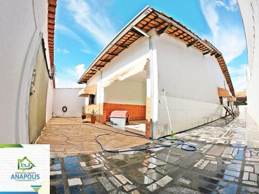 Casa no Parque Brasilia, 3 quartos sendo 1 suíte com área gourmet / 360 m²