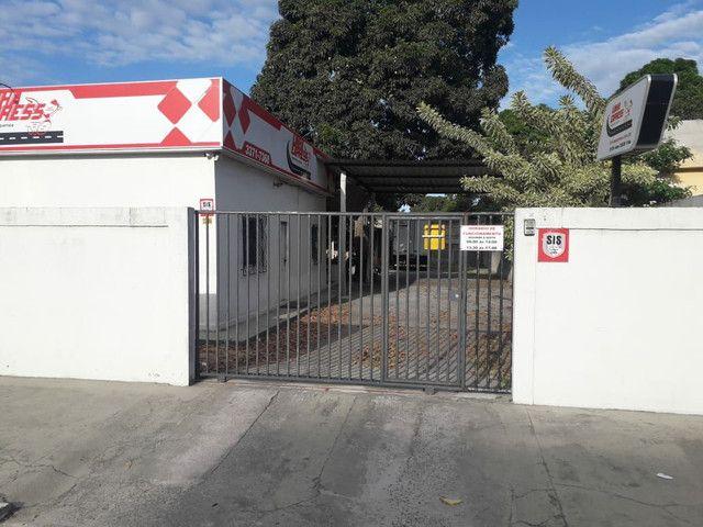 Alugo casa no bairro Shell para fins comerciais - Foto 2