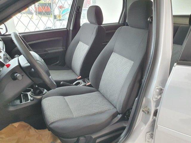 Fiesta Sedan 1.6 2014 - 68.000KM - Foto 8