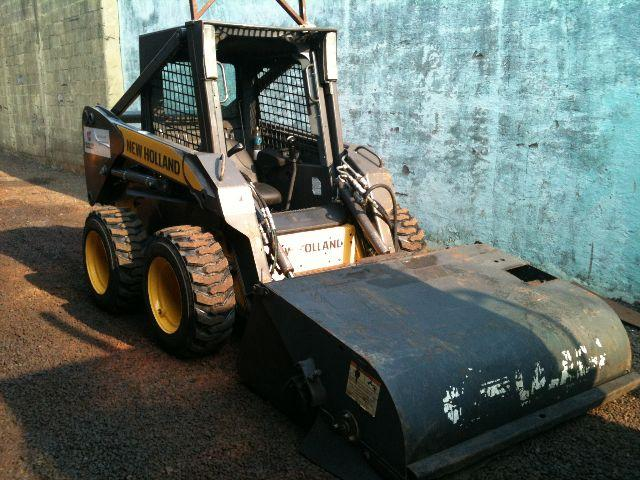 MINI CARREGADEIRA NEW HOLLAND L175   BOBCAT