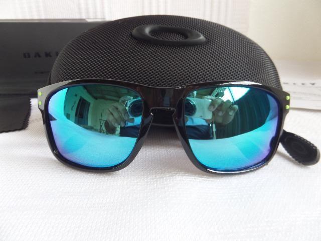 5835c7fc2e439 Óculos Oakley Holbrook Moto GP Preto Polido Verde Polarizado - Importado