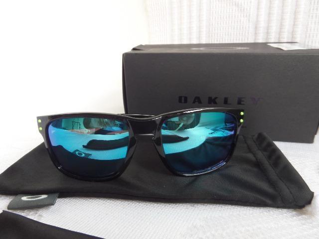 ac470082538c7 Óculos Oakley Holbrook Moto GP Preto Polido Verde Polarizado - Importado
