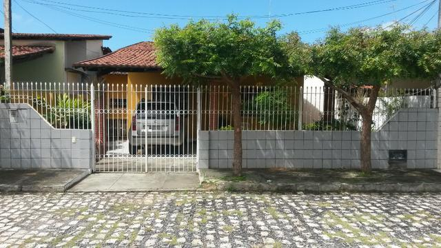 Casa em Condomínio com Ponto Comercial em Nova Parnamirim