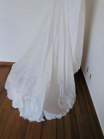Vendo Vestido de Noiva - Grife de SP (nunca foi usado) - Foto 2