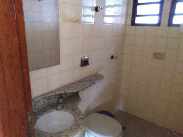 Ótima localização, 1 suíte + 2* quartos, armários planejados, AC, sala ampla - Foto 9