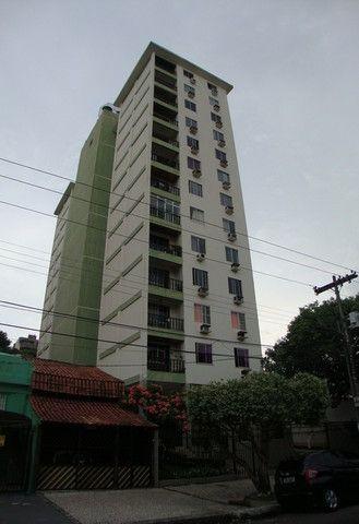 Alugamos um apartamento 3/4 mobiliado no Edifício Camboriú