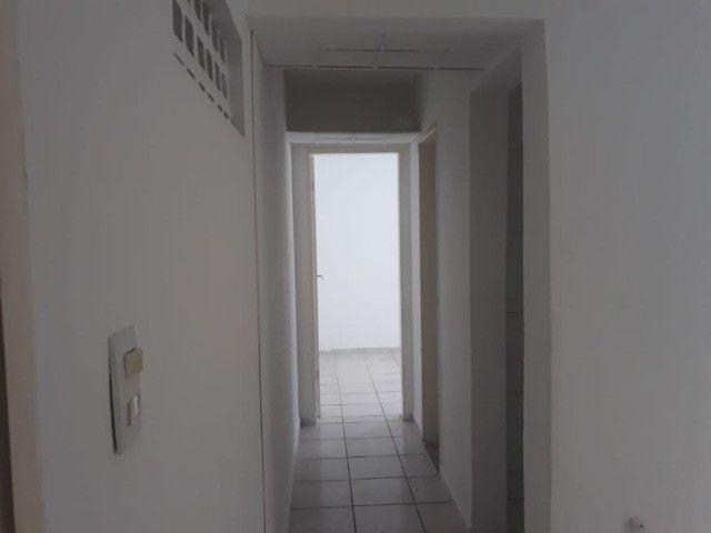 ap quarto, sala, wc e cozinha excelente localização - Foto 12