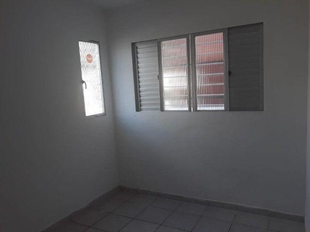 ap quarto, sala, wc e cozinha excelente localização - Foto 10