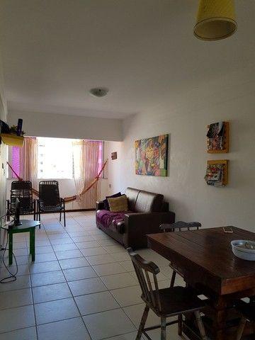 Apartamento nascente na quinta quadra da praia de Ponta Verde