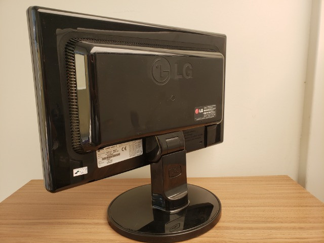 "Monitor LG Flatron 16,5"" Wide - Foto 3"