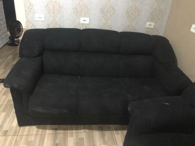 Vende-se dois sofás e uma poltrona  - Foto 3