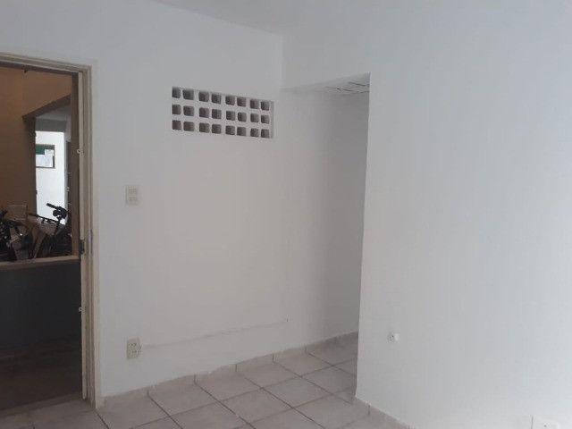 ap quarto, sala, wc e cozinha excelente localização - Foto 16