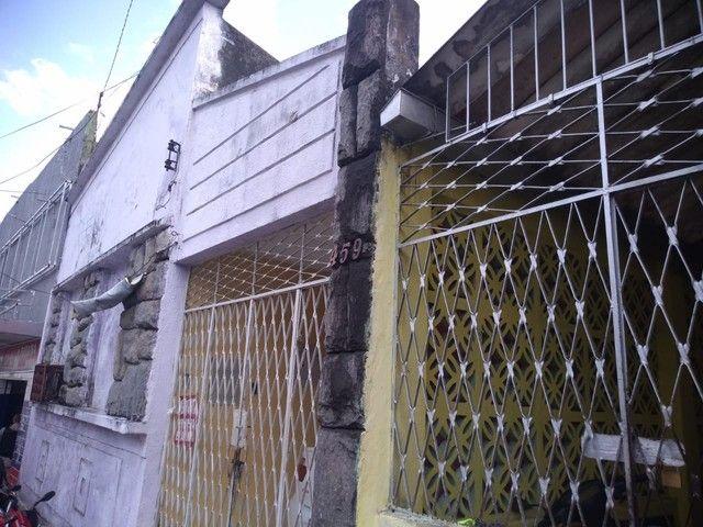 Casa para venda com 1 lojinha na frente e  19 quartos alugados em - João Pessoa - PB