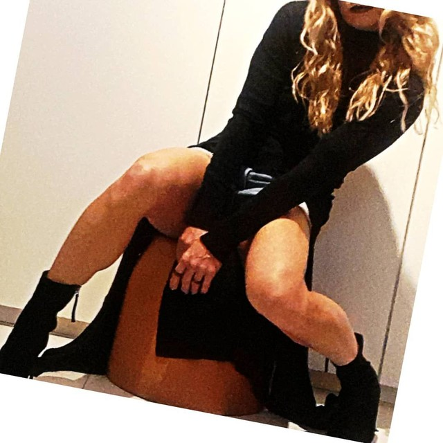 Vestido preto. Veste. Veste preta. Vestido com fenda.  - Foto 5