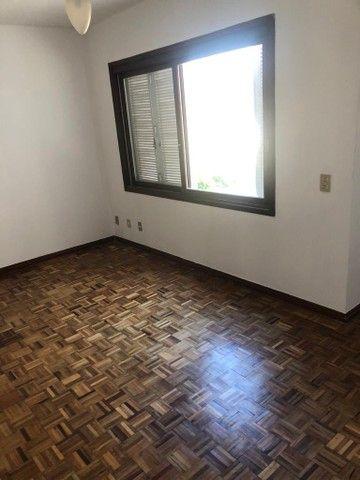 Apartamento amplo, com dois dorm, living 2 ambientes, ampla cozinha, reformado por 219 mil - Foto 10
