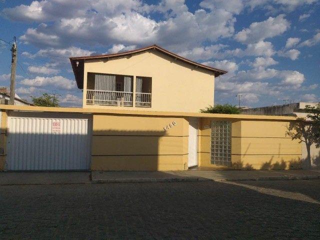 Vende-se Casa Próxima a Praça Academia das Cidades de Serra Talhada-PE