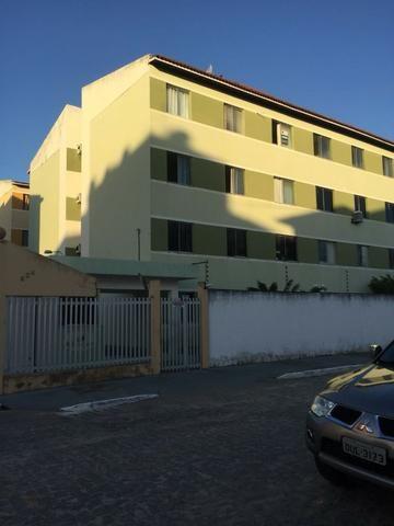 Aluga-se apartamento com 3/4 - cond. Pontal do Leste na Farolândia