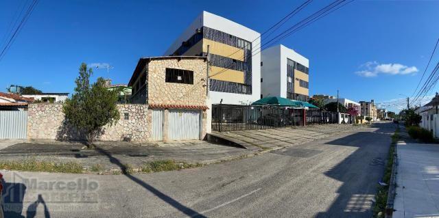 Casa com 5 Quartos à Venda, 360 m² por R$ 620.000