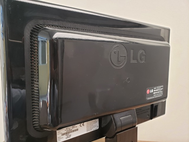 "Monitor LG Flatron 16,5"" Wide - Foto 2"