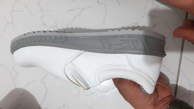 Bota branca n°40 profissional em couro - Foto 2