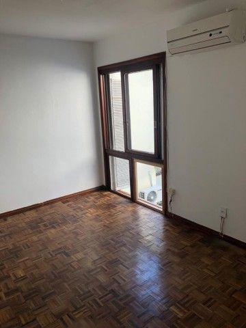 Apartamento amplo, com dois dorm, living 2 ambientes, ampla cozinha, reformado por 219 mil - Foto 6