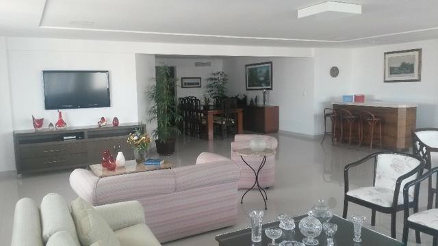 Ótimo Apartamento com 5 Suítes em Petrópolis