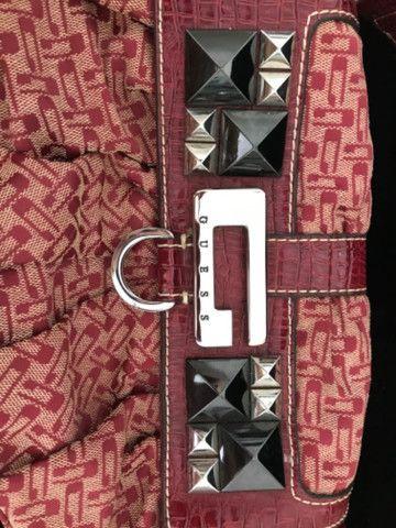 Vendo bolsa Guess vermelha original - Foto 2