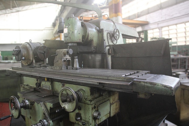 Fresadora Universal Marca TOS N° 5 - ML72 Usado