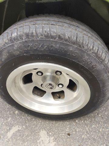 Rodas do Puma GT Gurgel Buggy com pneus novos sem detalhes