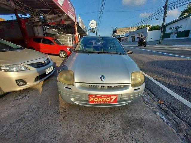 Renault Clio Hatch 2001 com ar