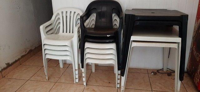 Frizer, mesas com cadeiras e um caixa - Foto 2
