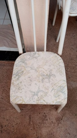 Mesa com 4 cadeiras  - Foto 3