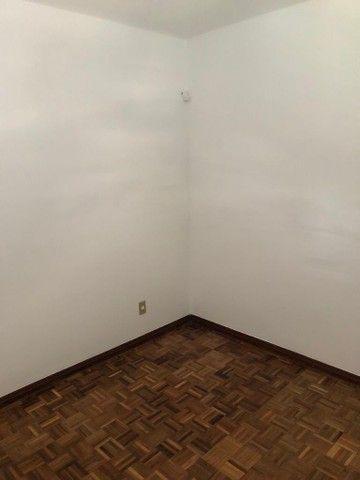 Apartamento amplo, com dois dorm, living 2 ambientes, ampla cozinha, reformado por 219 mil - Foto 12