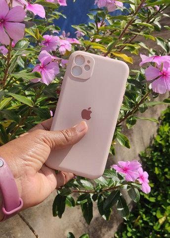 Capinha iPhone 11 (Aveludada) Branca, Preta e Rosa  - Foto 2