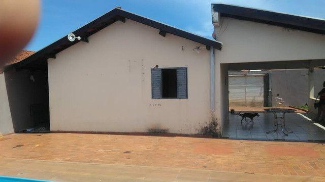Vendo ou troco casa de esquina com piscina em condomínio fechado - Foto 3