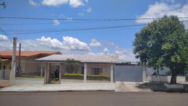 Casa com 182 m2 e lote de 908 m2