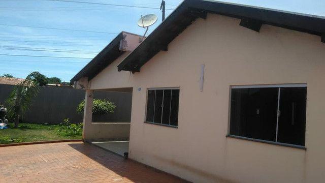 Vendo ou troco casa de esquina com piscina em condomínio fechado - Foto 5