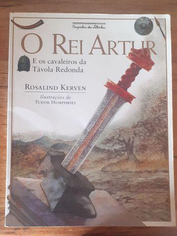 Livro Rei Artur e os cavaleiros da Tavola Redonda