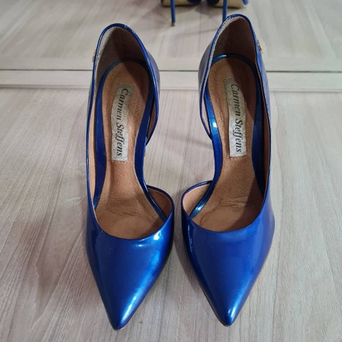 Scarpin azul Carmen Steffens