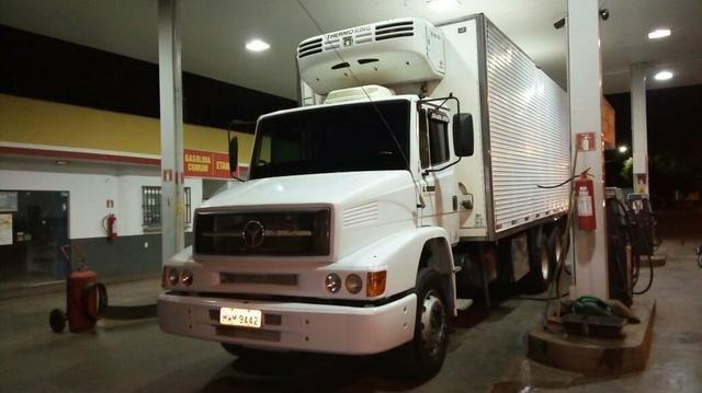 Caminhão 1620 com baú refrigerado