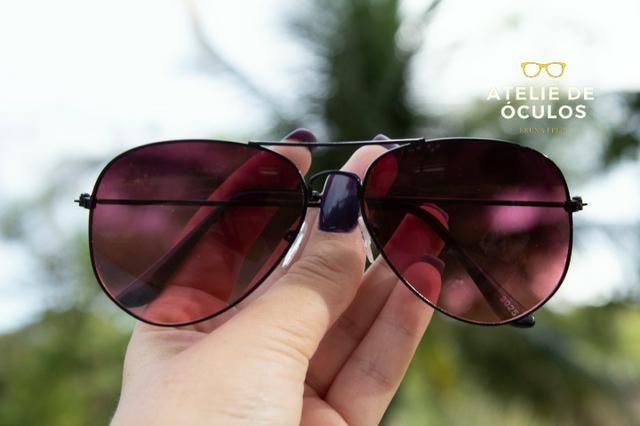 8889aac80 Óculos de sol estilo aviador aro preto com lente vermelha ...