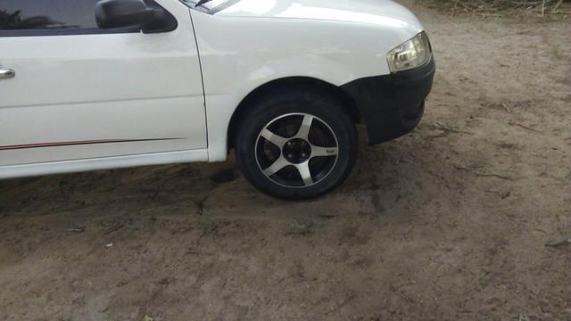 Jogo de rodas 15 com Pneus Obs: Aceito troca em Rodas 14 de ferro com pneus - Foto 2