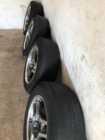 Vende-se jogo de rodas 15 pneus meia vida - Foto 2