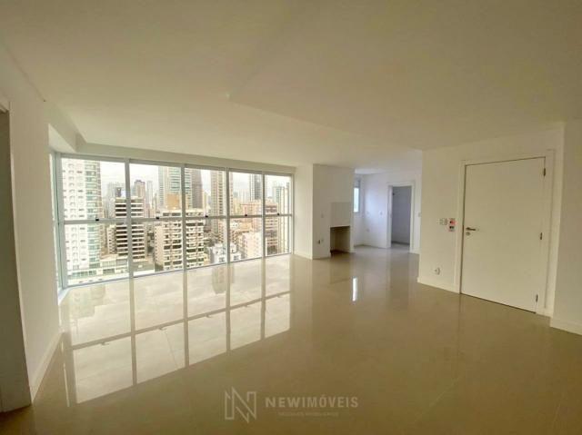 Apartamento andar alto com 3 Suítes 2 Vagas no Centro em Balneário Camboriú - Foto 15