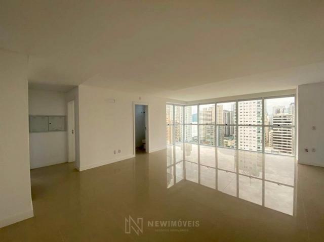 Apartamento andar alto com 3 Suítes 2 Vagas no Centro em Balneário Camboriú - Foto 14