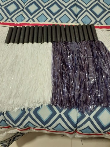 20 pompons. 10 brancos e 10 violeta - Foto 3