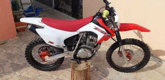 XR 200 COM CARENAGEM DE CRF 230